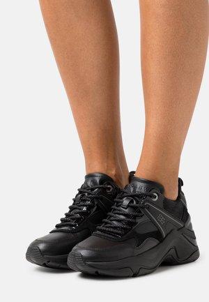 WARM LINED FASHION WEDGE  - Trainers - black