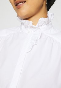 IVY & OAK - RUFFLE BLOUSE - Button-down blouse - bright white - 6