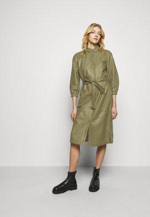 PETRAH ZIA DRESS - Abito a camicia - deep olive