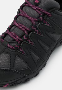 Merrell - ACCENTOR SPORT 2 GTX - Hiking shoes - black/fuchsia - 5
