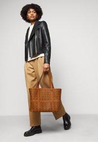 MCM - DELMY VISETOS SHOPPER MEDIUM - Tote bag - cognac - 0