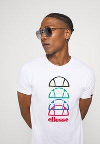 Ellesse - MAGARIO TEE - Print T-shirt - white - 3