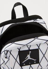 Jordan - ANTI-GRAVITY POUCH - Across body bag - white - 2