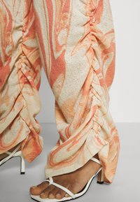 Jaded London - RUCHED JOGGERS SWIRL - Trousers - orange/off-white - 4