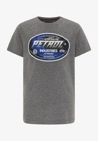 Petrol Industries - T-SHIRT - Print T-shirt - light slate melee - 0