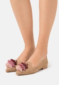 Chatelles - ISIDORE - Slip-ons - sand - 0