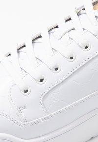 SIKSILK - PURSUIT MONOGRAM - Zapatillas - white - 5