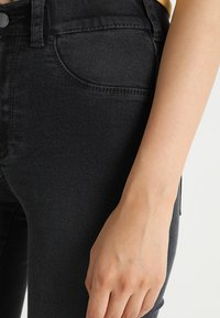 Dr.Denim - PLENTY - Farkkuleggingsit - worn grey - 4