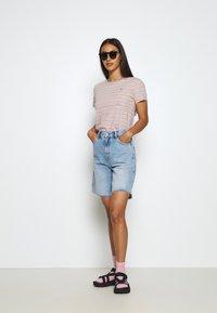 Tommy Jeans - ESSENTIAL STRIPE TEE - Print T-shirt - soft beige/multi - 1