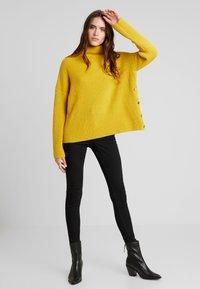 Liu Jo Jeans - MAGLIA CHIUSA  BOTTONI - Pullover - light yellow - 1