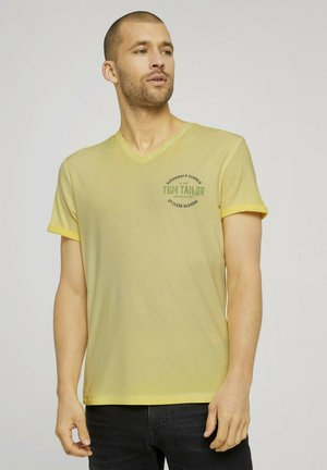 IM USED LOOK  - T-shirt imprimé - pale straw yellow
