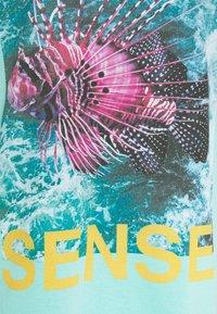 9N1M SENSE - PUFFER FISH - Print T-shirt - aruba blue - 6