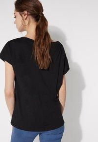 Tezenis - BRUSTTASCHE - Basic T-shirt - nero - 2