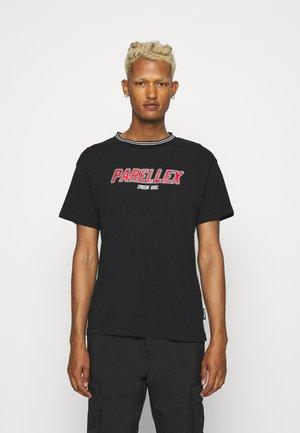 MAISON TEE - T-shirt med print - black