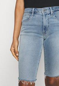 Good American - BERMUDA SHORT FRAY HEM - Denim shorts - blue - 5