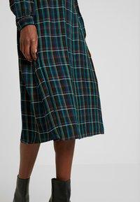 Dorothy Perkins Tall - CHECK WRAP DRESS - Hverdagskjoler - blue - 6