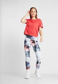 Reebok - TEE SOLID - T-shirt print - red - 1