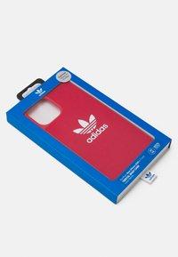 adidas Originals - Phone case - scarlet / white - 2