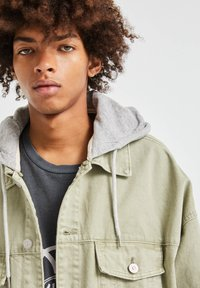 PULL&BEAR - Denim jacket - khaki - 4