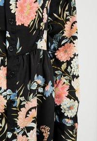 Missguided Petite - BUTTON FRONT SMOCK SHIRT DRESS FLORAL - Shirt dress - black - 5