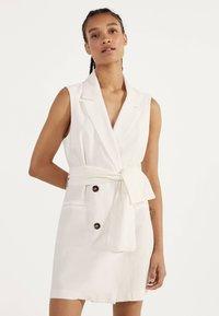 Bershka - MIT GÜRTEL 02870168 - Korte jurk - white - 0