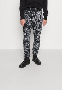 Versace Jeans Couture - BRUSHED PRINT REGALIA BAROQUE - Verryttelyhousut - nero - 0