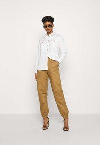 Tiger Mist - SERGE PANT - Trousers - tan - 1