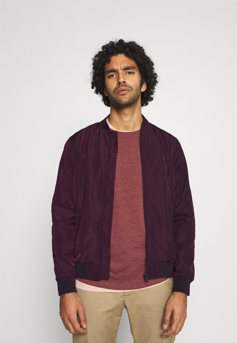Burton Menswear London - CORE MILITARY - Bomber Jacket - burgundy