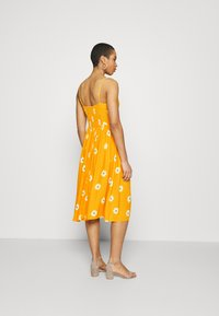 Mavi - BUTTON DRESS - Kjole - yellow spaced - 2