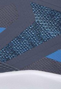 Reebok - REEBOK RUNNER 4.0 SHOES - Neutral running shoes - blue - 9