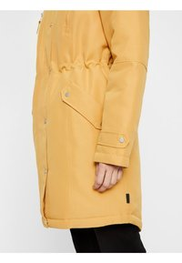 Vero Moda - VMTRACK EXPEDITION - Winter coat - gold - 4