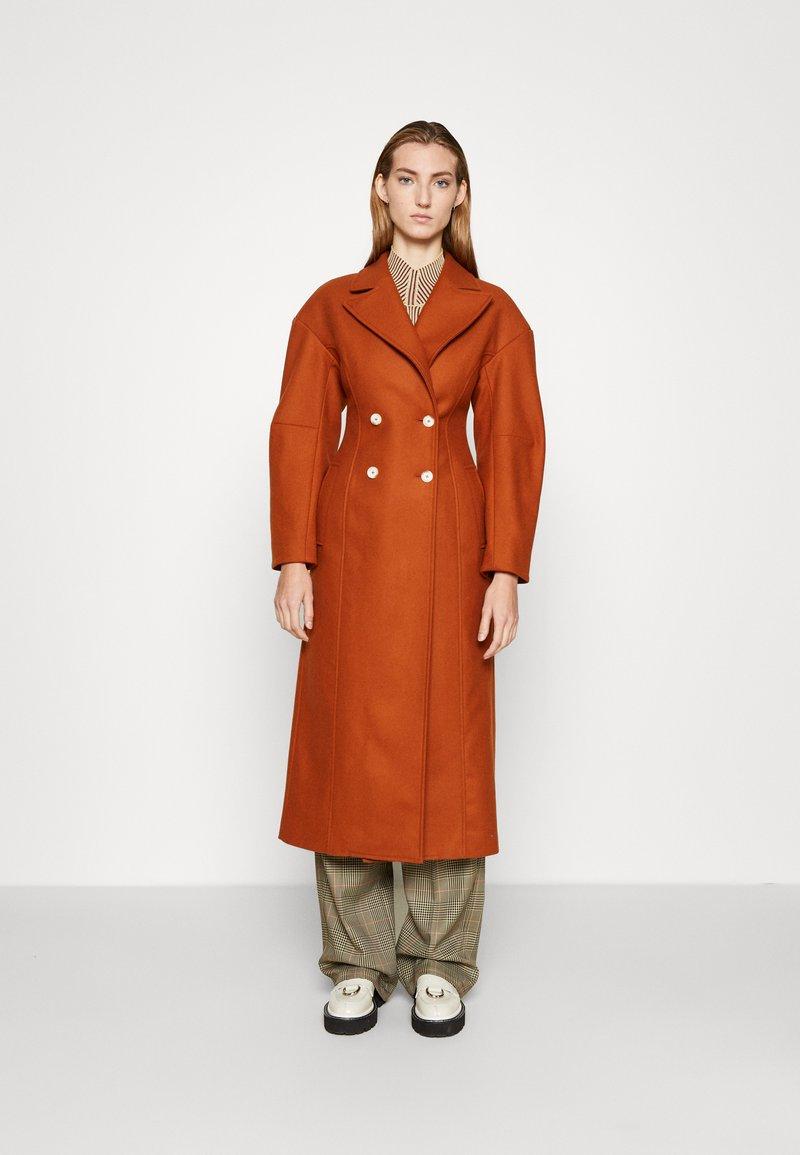 AKNVAS - MONA - Classic coat - rust