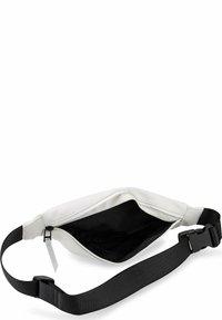 Rains - Bum bag - weiß - 2