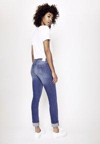 Five Fellas - MAGGY - Straight leg jeans - blau - 2