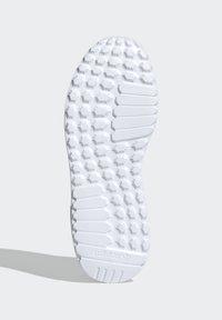adidas Originals - LA TRAINER LITE SHOES - Sneakers laag - pink - 4