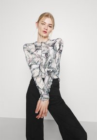 Monki - FAIRLY TOP - Maglietta a manica lunga - marble stone - 3