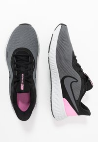 Nike Performance - WMNS REVOLUTION 5 - Neutral running shoes - black/psychic pink/dark grey