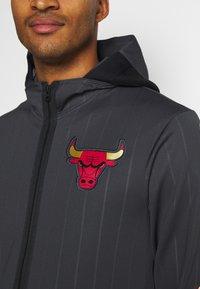 Nike Performance - NBA CHICAGO BULLS CITY EDITON THERMAFLEX FULL ZIP JACKET - Veste de survêtement - anthracite/black/white - 5