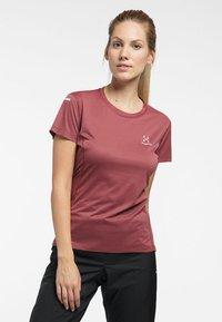 Haglöfs - L.I.M STRIVE TEE - Print T-shirt - maroon red - 0
