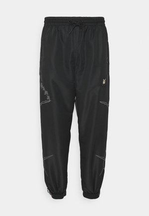 CECILIO TRACK PANTS - Teplákové kalhoty - black