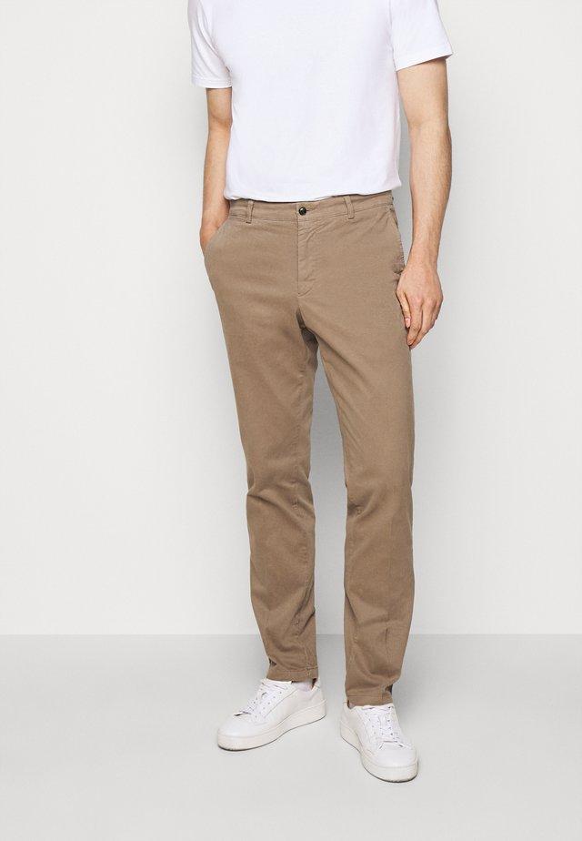 TRUMAN - Trousers - mink