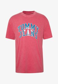 Tommy Jeans - NOVEL VARSITY LOGO TEE - Print T-shirt - light cerise pink - 4