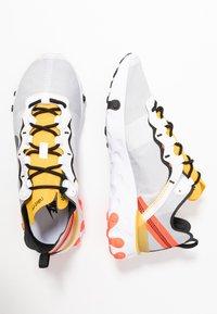 Nike Sportswear - REACT - Sneakersy niskie - white/black/bright crimson/universe gold - 2