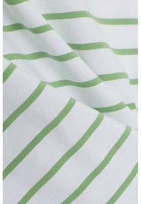 Esprit - TSHIRT DANCER - Print T-shirt - leaf green - 4
