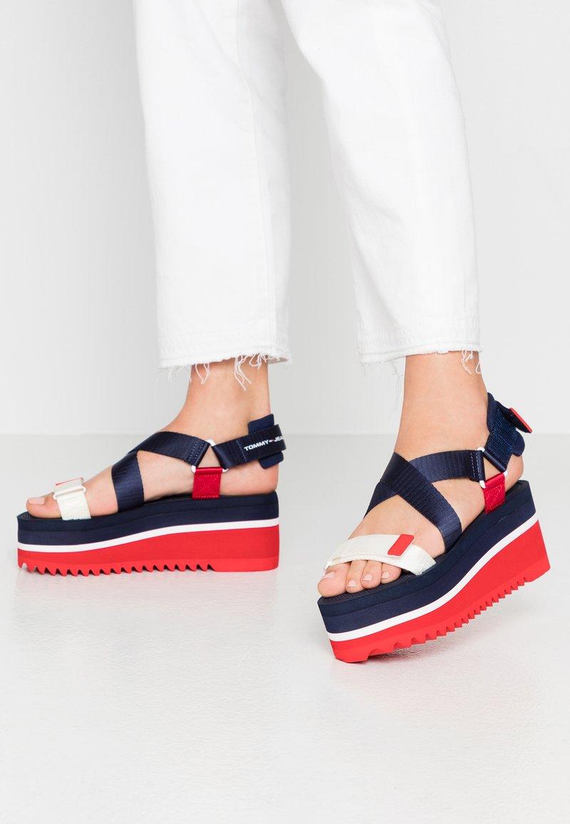 Tommy Jeans - POP COLOR FLATFORM SANDAL - Sandály na platformě - twilight navy