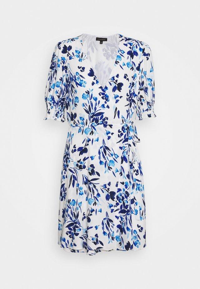 SMOCKED PUFF VNECK WRAP - Denní šaty - blue