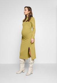Zign Maternity - Vestido ligero - oliv - 0