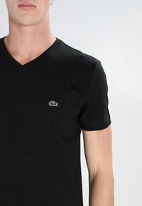 Lacoste - T-shirt basic - black - 3