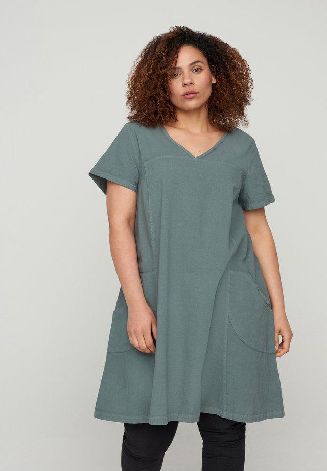 Korte jurk - balsam green