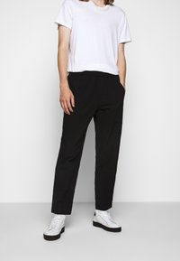 Folk - DRAWCORD ASSEMBLY PANT - Trousers - soft black - 0